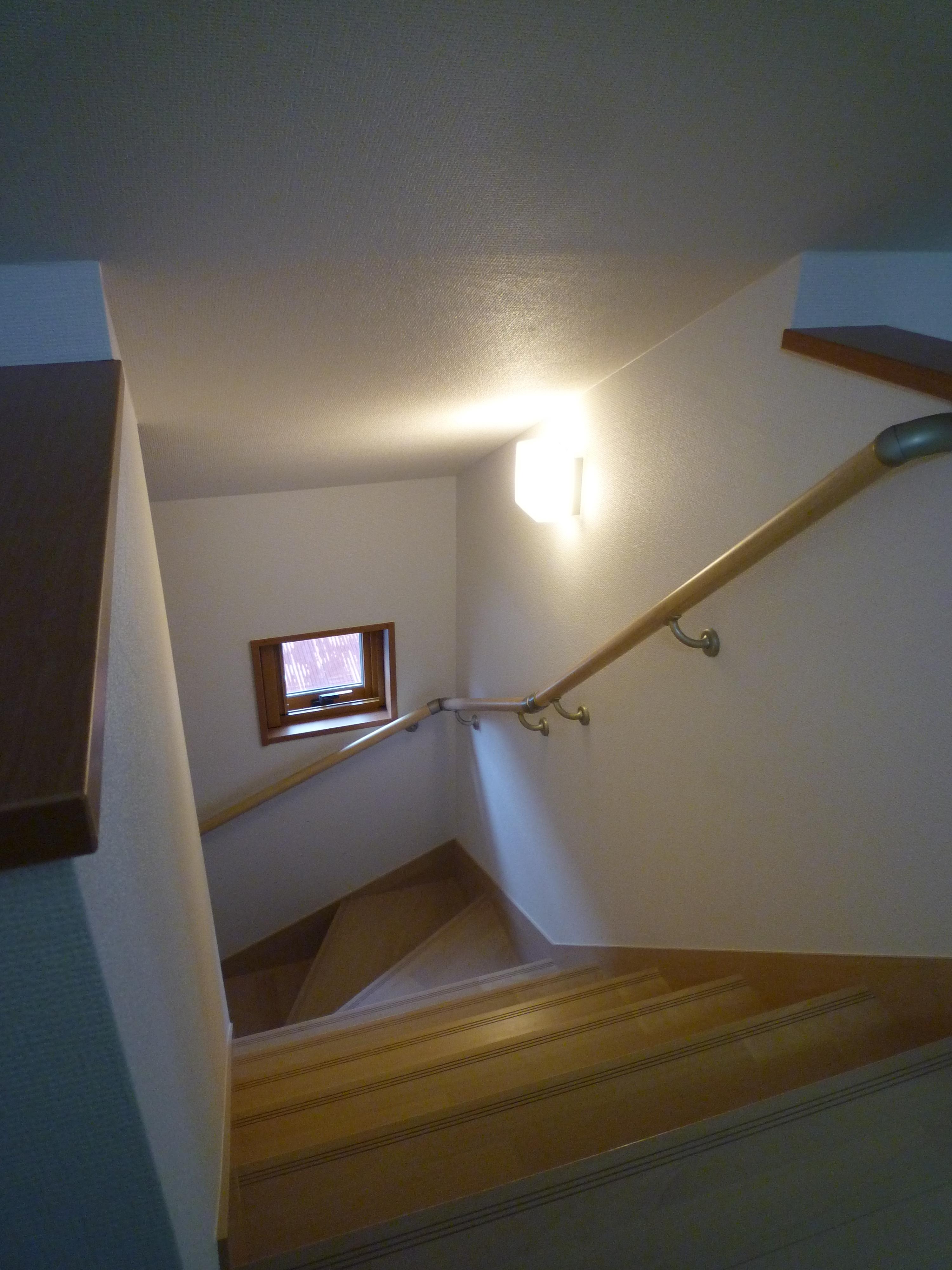 裏 階段 小屋 収納